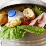 L'acquisto di troppi cibi è fra le cause dello spreco alimentare